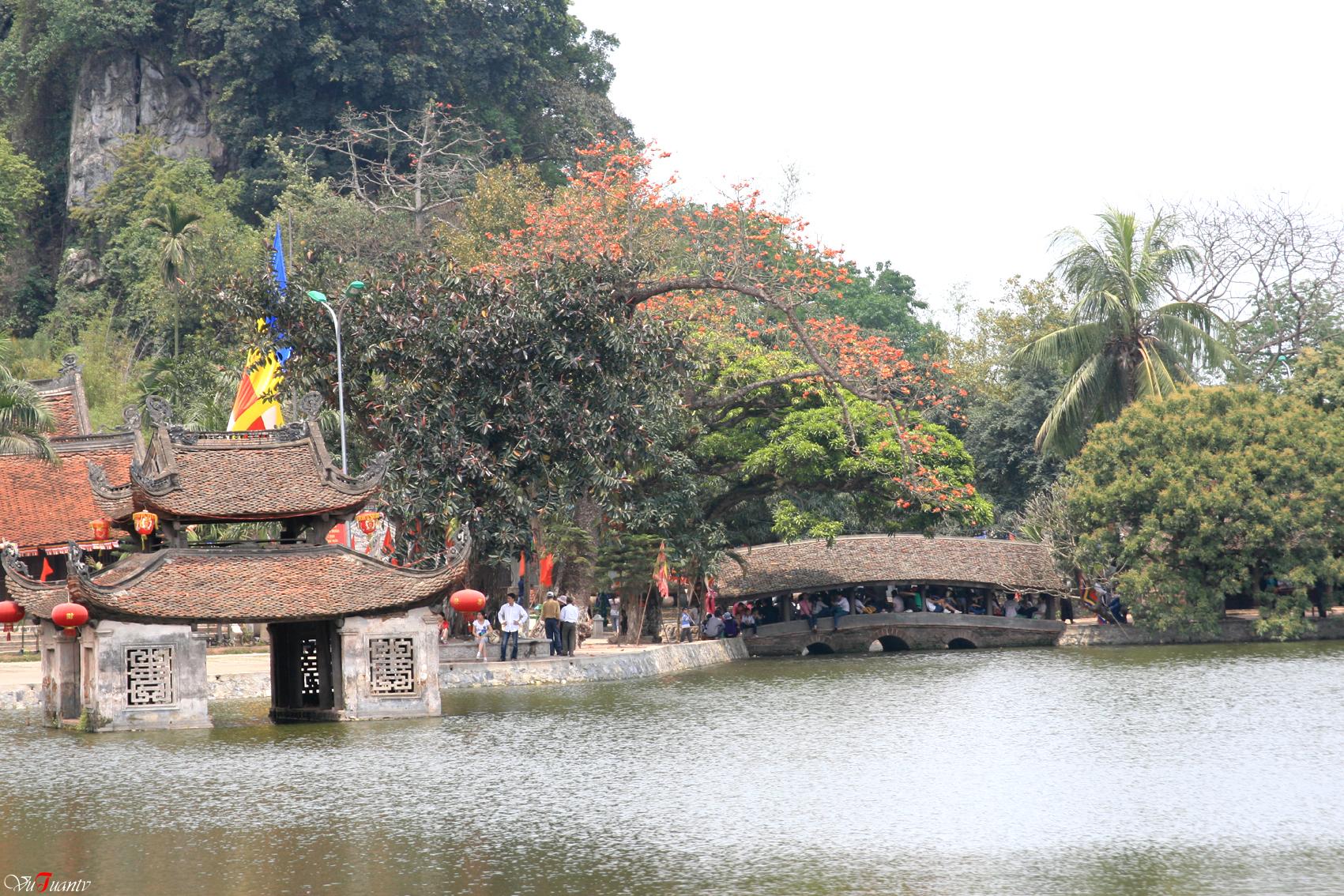 chùa thầy1